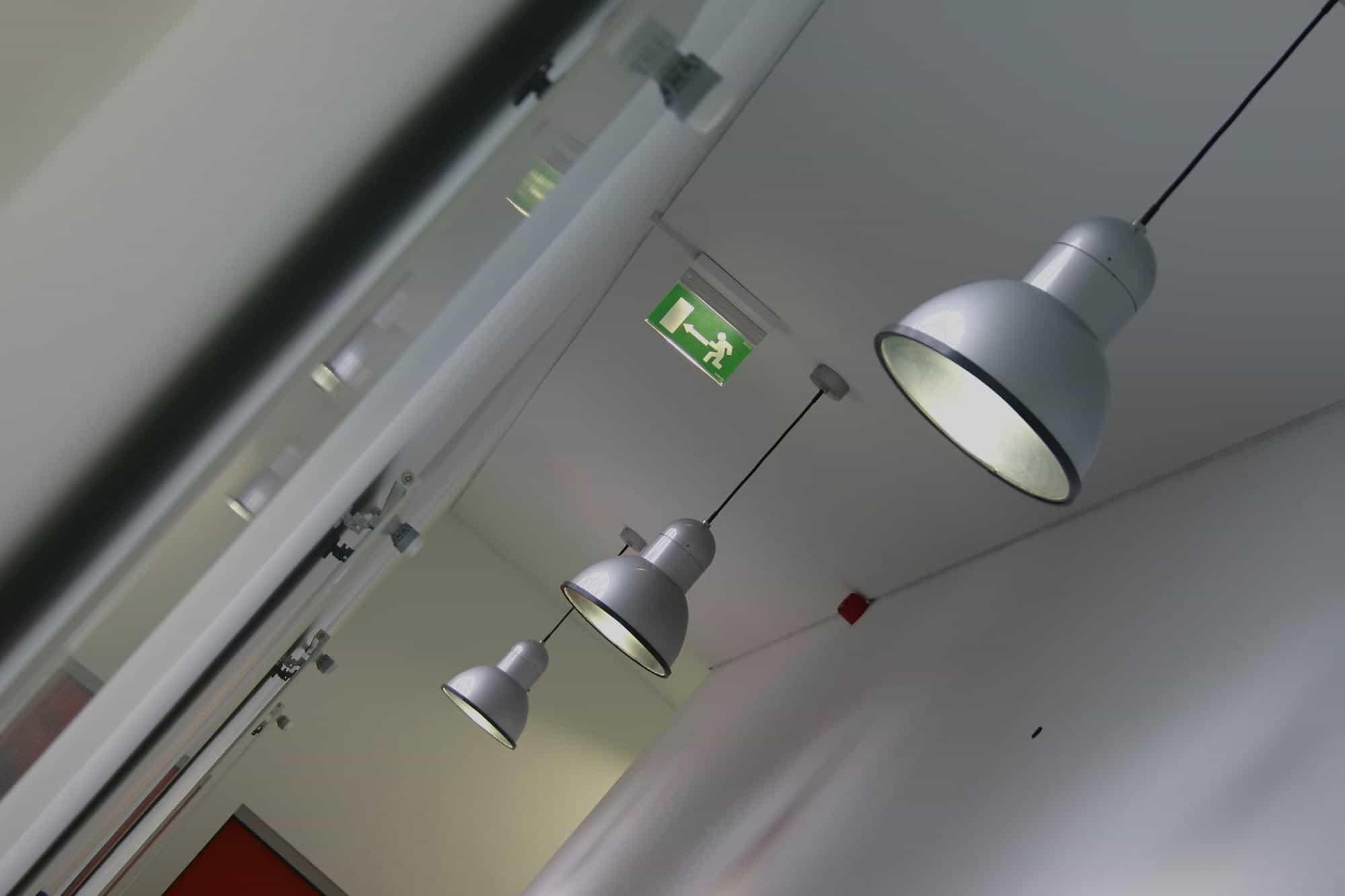 Installateur-Eclairage-de-securite-de-secours-pas-cher